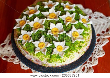 Art Cake With Mastic Daffodils For Children's Birthday. Sponge Cake Decorated Mastic Narcis Flowers.