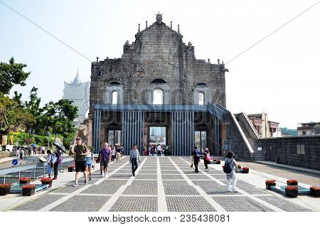 Macau, China- 06 Apr, 2018: People At Ruins Of Saint Paul Church In Historical Old City Center In Ma
