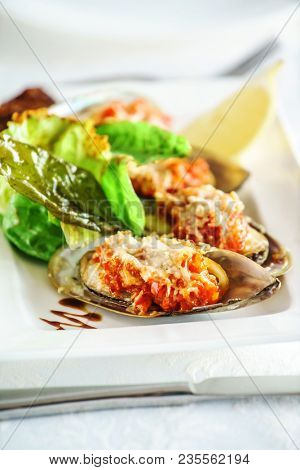 mussels baked with parmesan and herbs