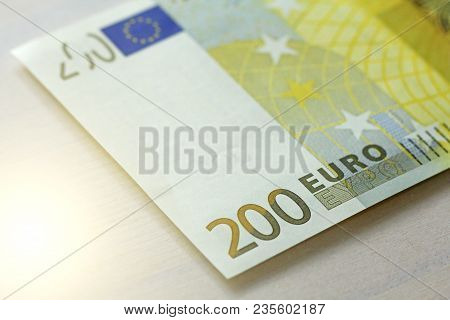 Two Hundred Euros. 200 Euro With One Note. 200 Euro.