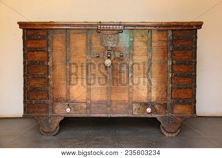 Old Vintage Brown Wood Chest And Beautiful Metal Fittings. Closed Chest Of Gold.