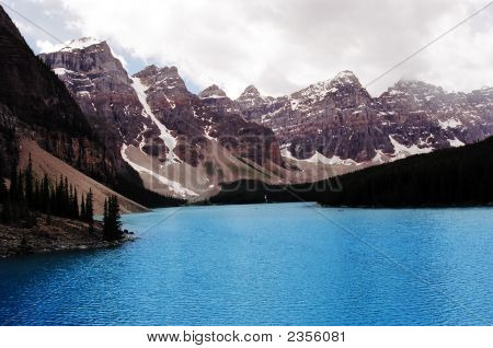 Morraine Lake A Heavenly View Of Paradise