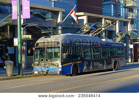 Vancouver - Nov 10, 2014: Vancouver Trolley Bus Route 6 On Davie Street In Downtown Vancouver, Briti