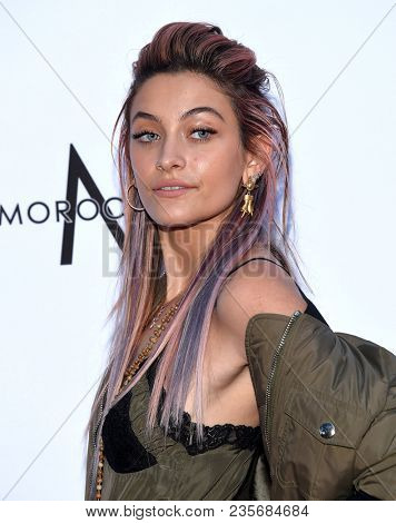 LOS ANGELES - APR 08:  Paris Jackson arrives to the Daily Front Row Fashion Awards  on April 8, 2018 in Beverly Hills, CA