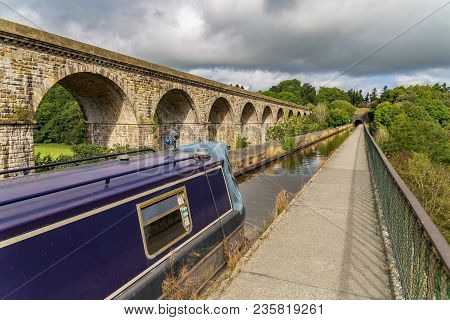 Chirk, Wrexham, Wales, Uk - August 31, 2016: A Narrowboat Approaching The Chirk Aqueduct, With The V