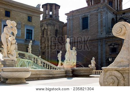 Palermo, Italy - September 25, 2005:  Sicily Island, View Of The Statues Of Pretoria Square