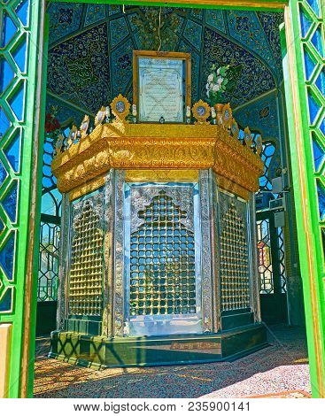 Rayen, Iran - Octotber 16, 2017: Interior Of The Shia Shrine To Martyr Of Iran-iraq War With Decorat