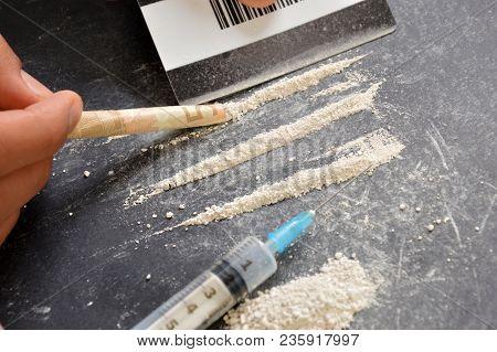 A Drug Addict Or A Drug Dealer Breaks Down Drug Doses