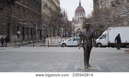 Budapest, Hungary - March 18, 2018: Statue Of U.s. President Ronald Reagan In Budapest, Hungary.