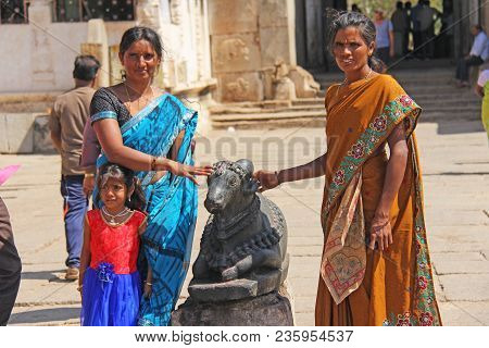 India, Hampi, 01 February 2018. Indian Women And Children Are Posing Next To A Figure Or Statue Of A