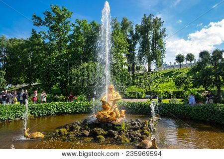 Saint- Petersburg, Russia - July 11, 2016: The Triton Fountain In The Lower Garden Of Peterhof, Sain