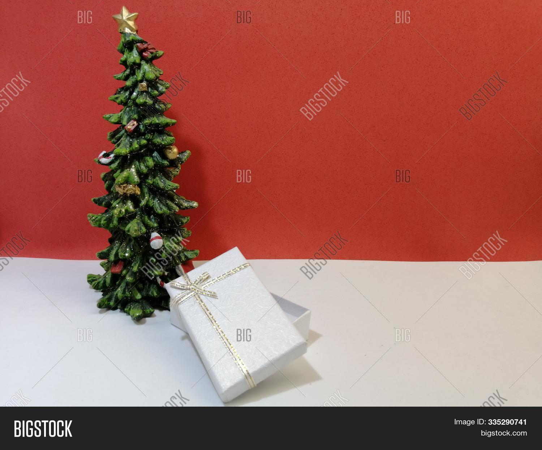 Small Elegant Image Photo Free Trial Bigstock
