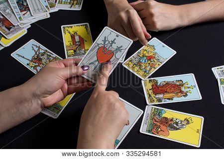 Bangkok,thailand,november.22.19. Gypsy Lays Out Tarot Cards And Wonders For The Future. Christmas Fo
