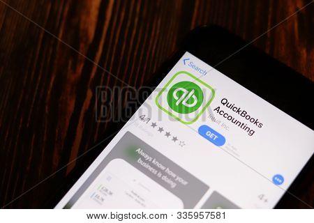 Los Angeles, California, Usa - 26 November 2019: Quickbooks Accounting Messenger App Store Page Clos