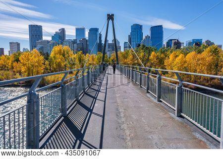 Calgary, Alberta, Canada - 27 September 2021:  Bow River Pathway Between Sunnyside And Prince\'s Isl