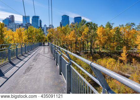 Calgary, Alberta, Canada - 27 September 2021:  Bow River Pathway Between Sunnyside And Prince's Isla
