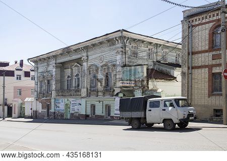 Yelets, Lipetsk Region, Russia - July 2021, The Old Wooden House. Karl Marx Street 17. House Of Merc