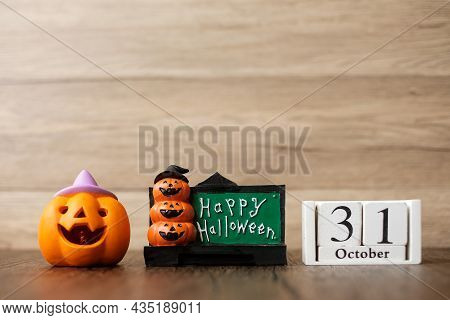 Happy Halloween Day With Jack O Lantern Pumpkin And 31 October Calendar. Trick Or Threat, Hello Octo