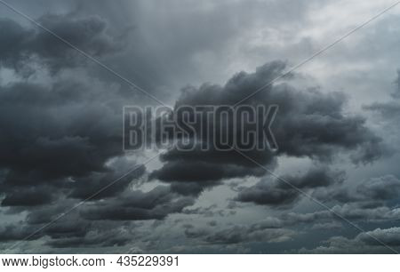 Overcast Sky. Dramatic Gray Sky And White Clouds Before Rain In Rainy Season. Cloudy And Moody Sky.
