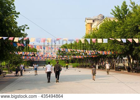Irkutsk, Russia - July 28, 2021 Preparation Of City Streets For The Holiday. Editorial.