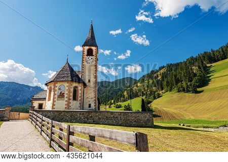 Small Church Of San Vito (kirche St. Veit) In Braies Valley (val Di Braies), Prags Municipality, Fan