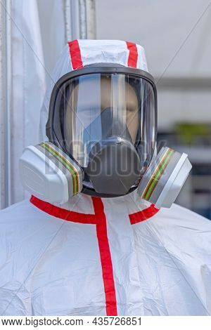 Full Face Mask With Dual Cartridge Respirator Protective Gear At Manequeen