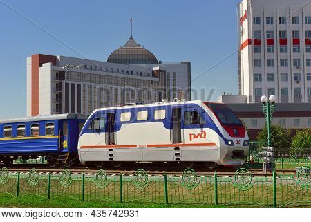 Kemerovo, Siberia, Russia-09.01.2021: A Small Locomotive At The Pionerskaya Station In The City Cent