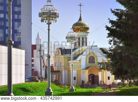 Kemerovo, Siberia, Russia-09.01.2021: Orthodox Church Under The Golden Dome On A Summer Day
