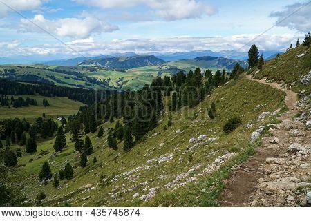 Beautiful Hiking Trail In Wonderful Mountain Scenery. Beautiful And Idyllic Alp In The Background: A