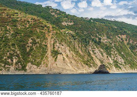 Wild Coast Of The Cinque Terre National Park With Cliffs And Mediterranean Sea (scoglio Ferale), Une