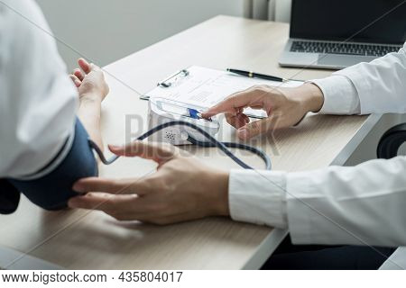 Man Doctors Measured Blood Pressure, The Patient Examined The Heartbeat, And Talked About Health Car
