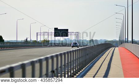 Warsaw, Poland. 10 Oktober 2021. View Of Cars On The Expressway S2, Southern Bypass Of Warsaw.