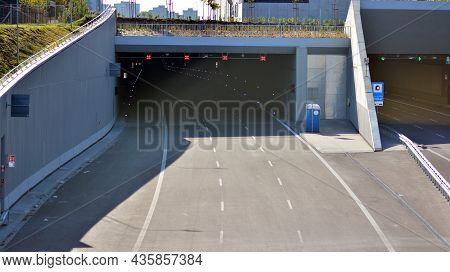 Warsaw, Poland. 10 Oktober 2021. Entrance To The Tunnel Of The Southern Bypass Of Warsaw,