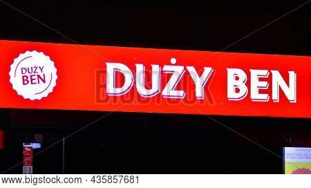Warsaw, Poland. 10 Oktober 2021. Sign Duzy Ben. Company Signboard Duzy Ben