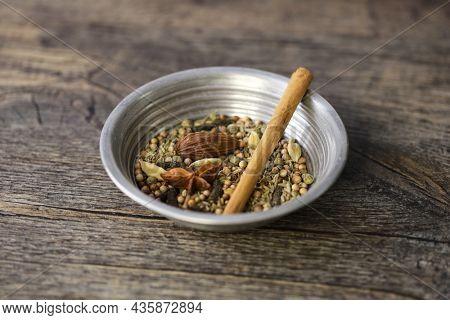 pakistani nihari masala in bowl