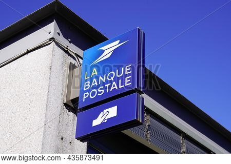 Bordeaux , Aquitaine  France - 10 10 2021 : La Banque Postale Text Brand Atm And Logo Sign On French