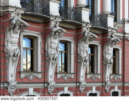 Saint- Petersburg, Russia - October 12, 2021: Beloselsky-belozersky Palace.the Facade With Atlantes\
