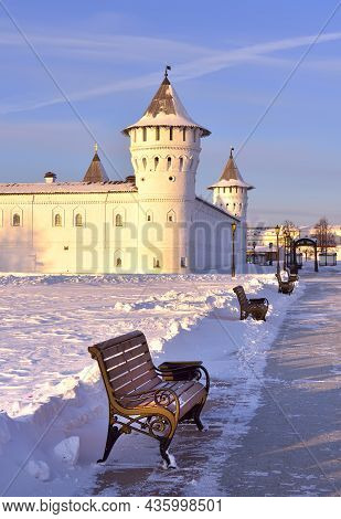 Tobolsk Kremlin In Winter. Guest Yard Towers In Utrem Svet, Ancient Russian Architecture Of The Xvii