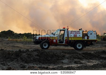Ningi, Australia - November 9 : Four Wheel Drive Appliance Parked In Front Of Bushfire Plumes Of Smo