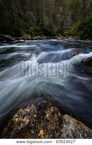 Water flowing on the Chattooga River