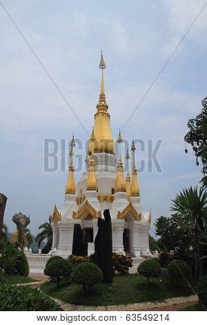 Phra dharma jay-dee si traiphum