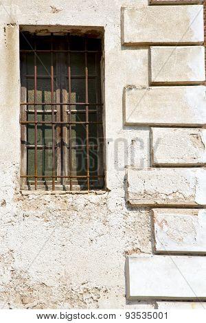 Santo Antonino W N Blind In The Concrete  Brick