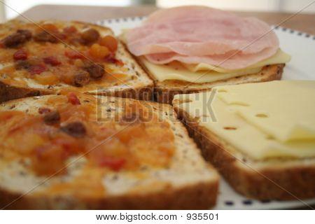 Making Sandwich