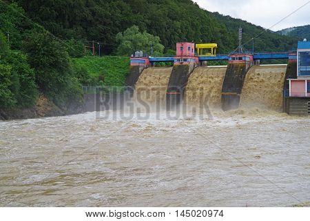 Drainage when the dam floods Bistrita river