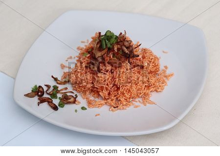Mixed crispy rice noodle,(Crispy rice,noodle,fried red onion and split onion.)