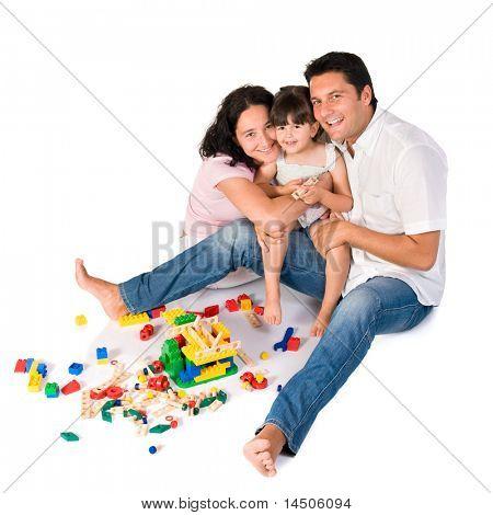 Mutlu aile anne ve kızı beyaz zemin üzerine izole renkli bloklarla oynama