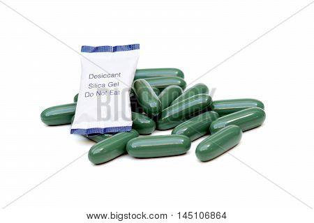 Chlorophyll tablets with desiccant pack isolated / Using silica gel with medicine to prevent humidity