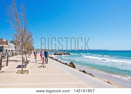 Molinar Seaside Sidewalk With Family