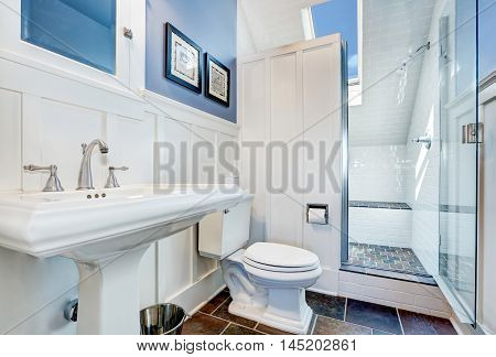 Refreshing Blue Bathroom Design With Stone Tile Floor