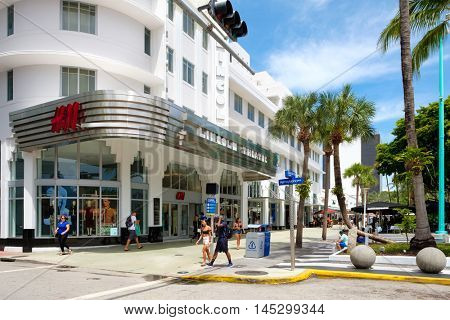 MIAMI BEACH, USA - AUGUST 27, 2016 : People and shops at Lincoln Road, a famous tourist destination and shopping mall in Miami Beach